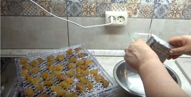 Не знаете куда девать кабачки? Сделайте из них цукаты с любым вкусом. Вкусно и полезно