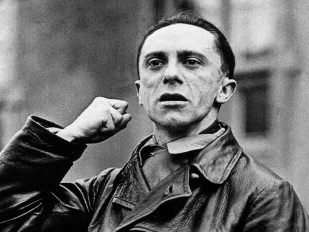 Один из ближайших сподвижников и верных последователей Гитлера. Министр пропаганды Третьего рейха, в его руках были сосредоточены все рычаги управления прессой, радио, кинематографом.