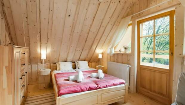 Одна из спальных комнат мини-коттеджа «Stunning Gate Lodge».   Фото: youtube.com/ © Vuong Le.