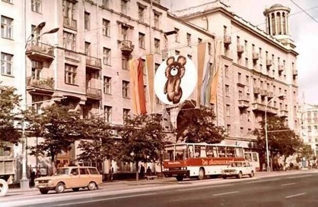 Таких только к расстрелу СССР, дефицит., торговля