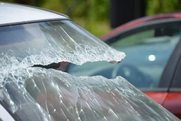Водитель Mercedes в Москве сбил пешеходов и сбежал с места ДТП