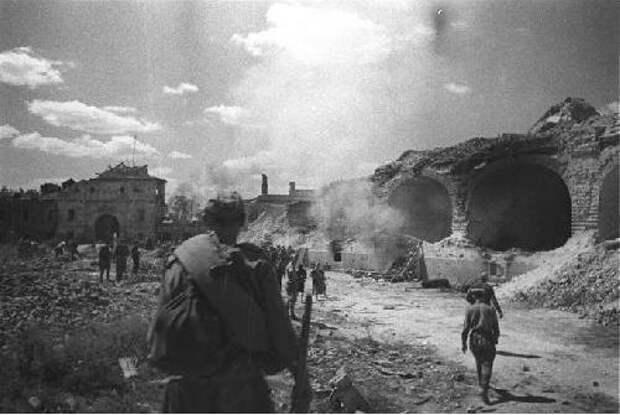 Как Красная Армия за 6 дней выбила немцев из Брестской крепости