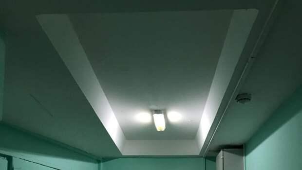 В подъезде дома на Дежнёва восстановили освещение