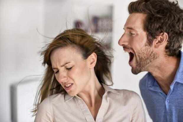 Муж психует из-за проблем на работе, а жена вместо поддержки устраивает скандал