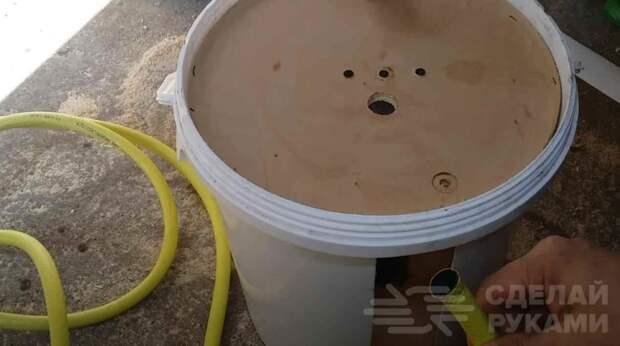 Как из пластикового ведра сделать катушку для садового шланга