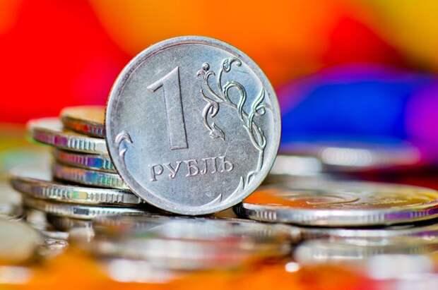 Курс рубля укрепляется на фоне встречи Путина и Байдена