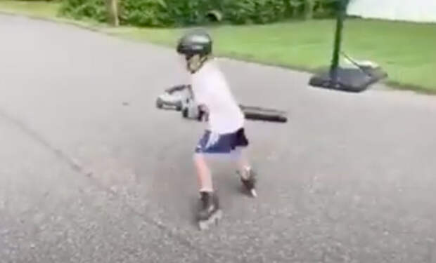 Школьник из будущего —  взял в руки пылесос для листьев и сделал реактивные ролики
