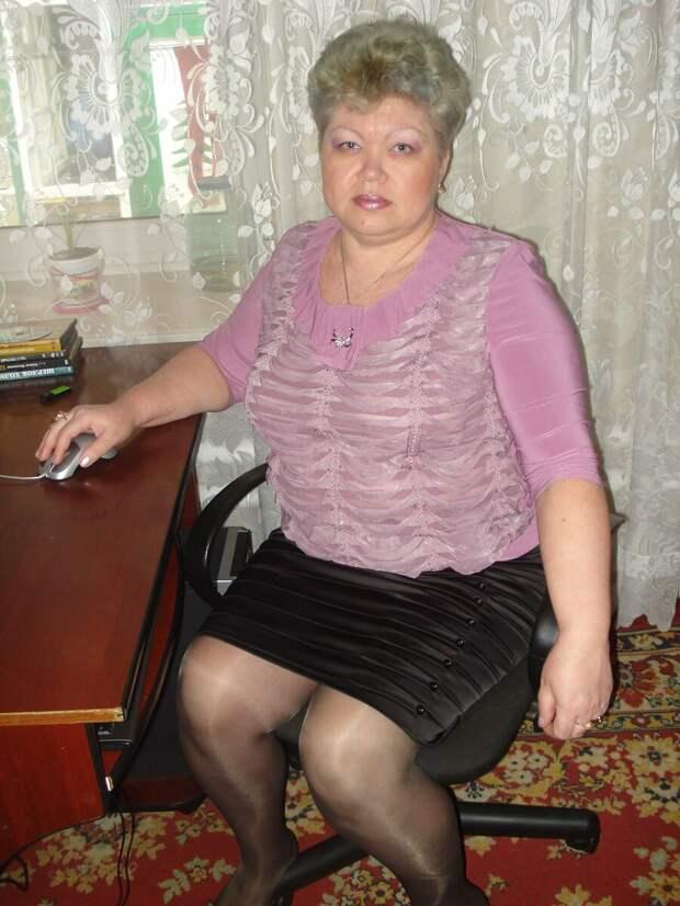 Зрелая женщина в юбке и блузе. /Фото: i12.fotocdn.net
