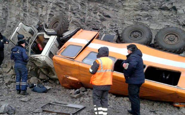 На Кузбассе в ДТП с автобусом погибли 6 человек