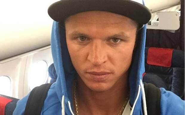 Дмитрий Тарасов заявил, что тренер включает ему клипы Бузовой с определенным умыслом