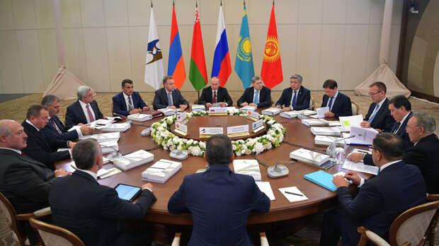 Сергей Глазьев: Россию спасают после ошибок Ельцина и грабежа олигархов