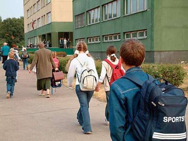 Московские школьники пойдут в школу, а учителя - на удаленку?