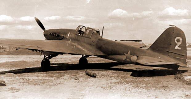Самолёты Ил-2 61-го ШАП, оставленные из-за боевых повреждений на аэродроме Вильнюс - Тяжелый дебют «летающего танка»   Военно-исторический портал Warspot.ru