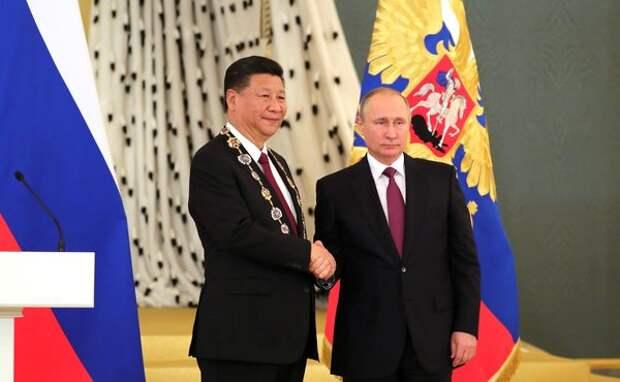 Путин вручил Си Цзиньпину орден Андрея Первозванного, 4 июля 2017 года