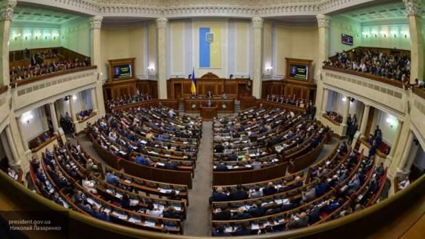 Порошенко расправляется с конкурентами: крымский депутат высказался о призыве ВР привлекать к ответственности изменников