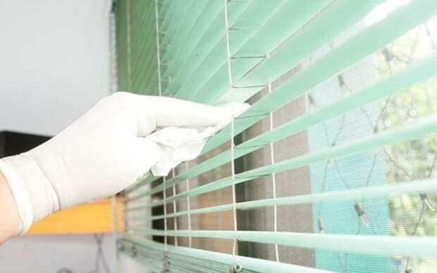 Самый простой и быстрый способ помыть пластиковые жалюзи