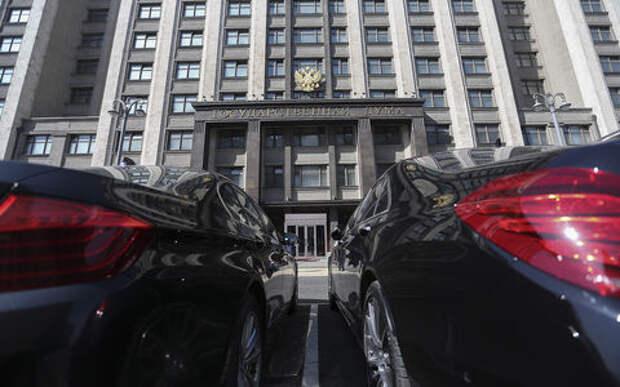 Водители Госдумы пожаловались в Кремль на стоимость парковки в Москве