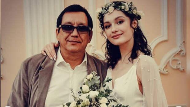 Егор Кончаловский опубликовал видео, как его дочь читает стихи на могиле Сергея Михалкова
