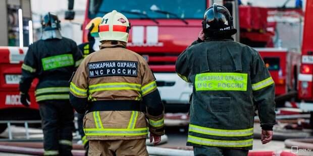 Пожарные спасли четверых при возгорании в общежитии МГУПП на Панфиловской