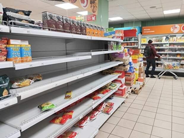 Из-за ажиотажа правительство РФ разрешило завозить продукты в магазины круглосуточно