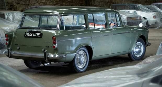 Житель Британии показал коллекцию редких английских автомобилей