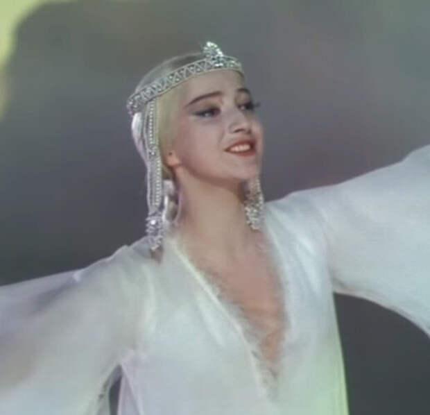 Ксения Рябинкина в образе царевны Лебедь