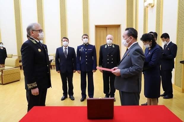 Владимир Путин наградил Ким Чен Ына медалью к юбилею Победы