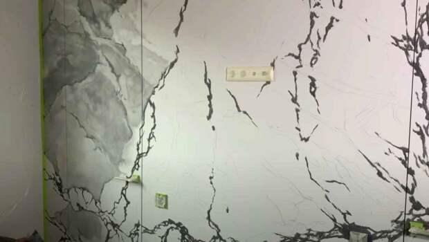 Как сделать на стене эффект мрамора, используя обычную акриловую краску