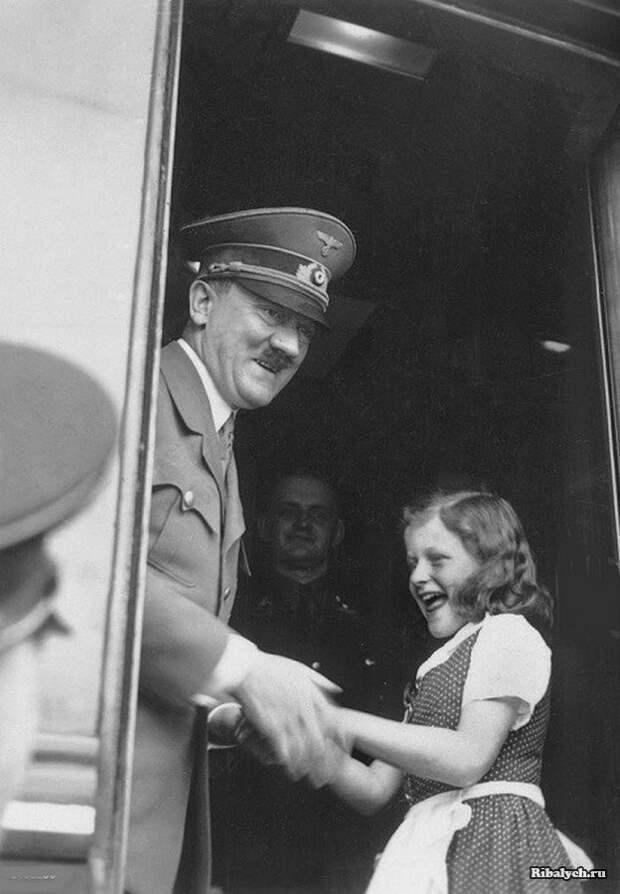 Волчицы Гитлера: девочки, готовые «утопить врага в крови»