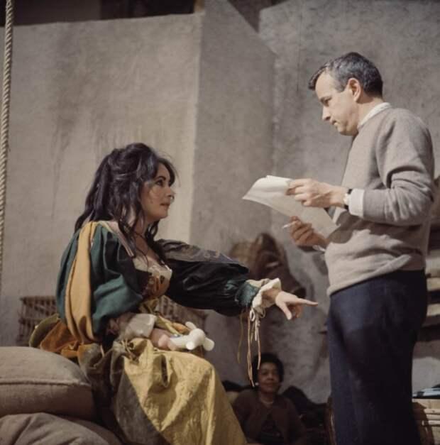 Элизабет Тейлор и Франко Дзеффирелли во время съёмок фильма «Укрощение строптивой». Фото