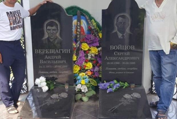 На могиле Сергея Бойцова (Боец), Иркутск