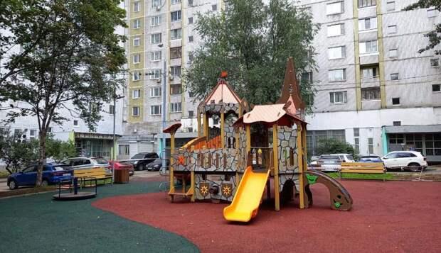 Во дворе дома на Алтуфьевском открыли детскую площадку