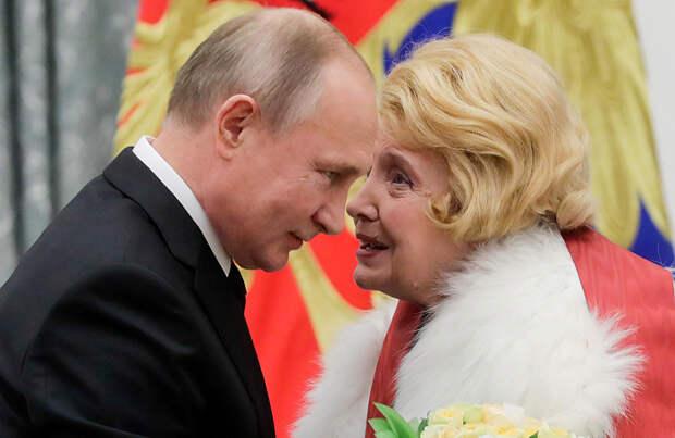 Татьяна Доронина попросила Путина «изгнать торгашей» из МХАТа и помочь ей сохранить театр