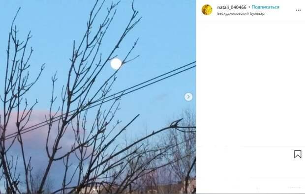 Фото дня: белая луна в Бескудниковском