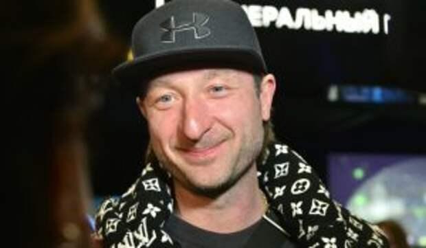 «Кара небесная и бумеранг»: бесстрашный Плющенко усадил сына верхом на акулу