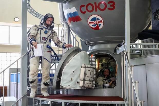 На МКС с талисманом экипажа за рекордные три часа: В Байконуре вывезли ракету со сверхбыстрым «Союзом»