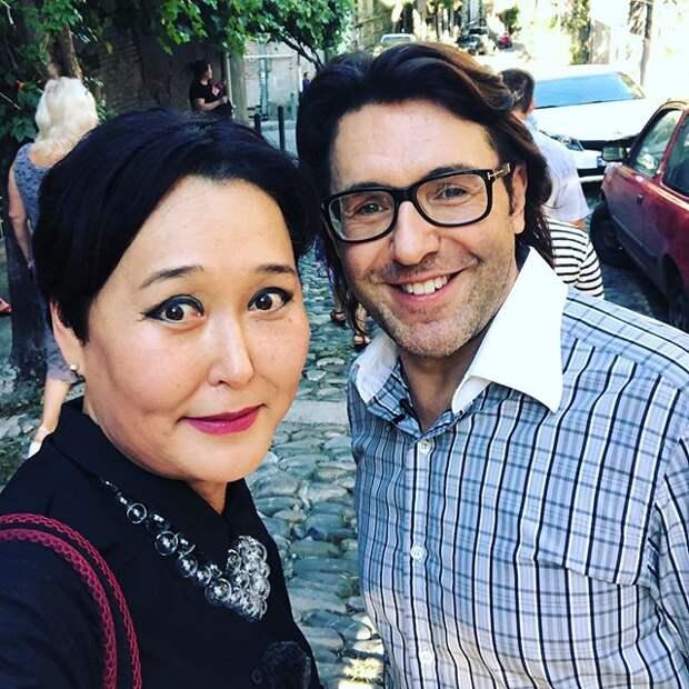 Малахов наслаждается отпуском в Грузии с коллегой — «Жена Наташа, прости»