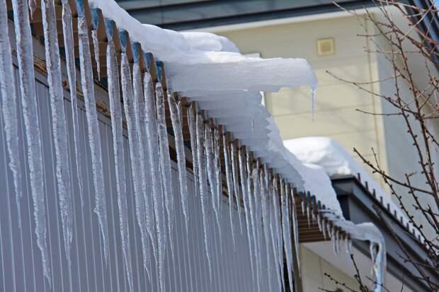 Заведующую детсадом в Удмуртии оштрафовали за неубранный снег на крыше