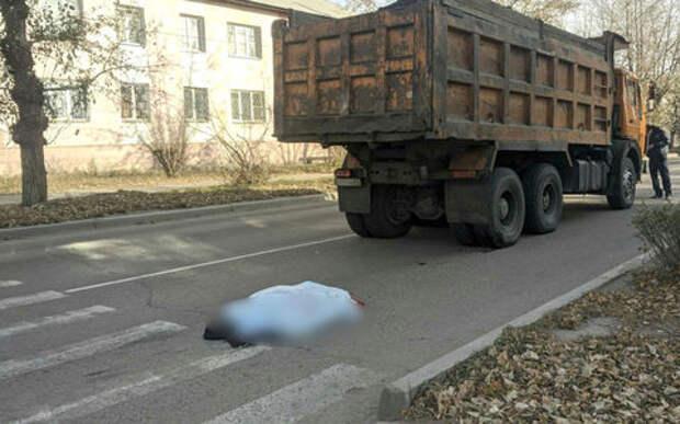 Пожилой водитель самосвала задавил женщину на переходе