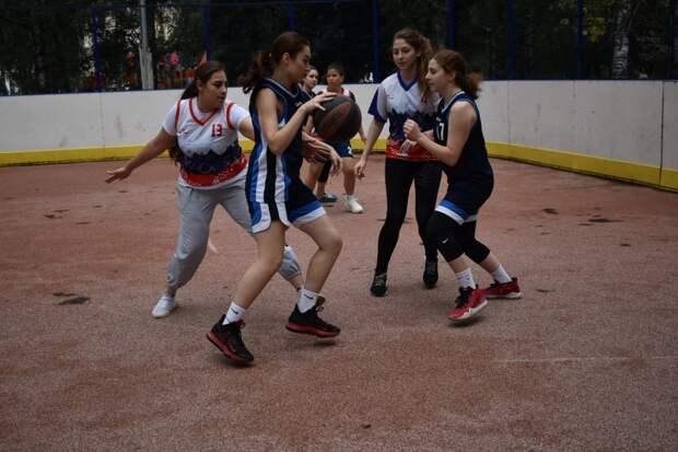 Женская сборная из Левобережного победила в соревнованиях по стритболу