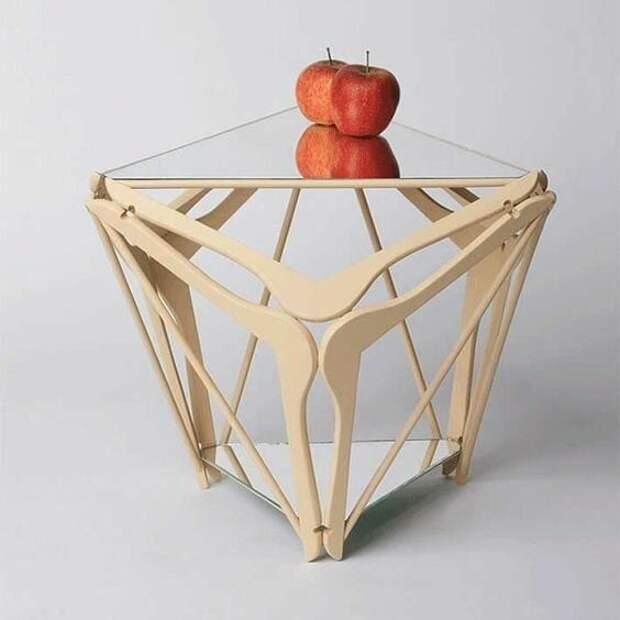 Оказывается, вешалки могут стать отличным материалом для дизайнерской вещицы