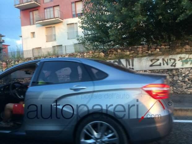 Lada Vesta замечена на дорогах Италии (шпионские фото)