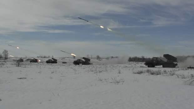 Под Оренбургом танки и артиллерия отразили нападение условного противника