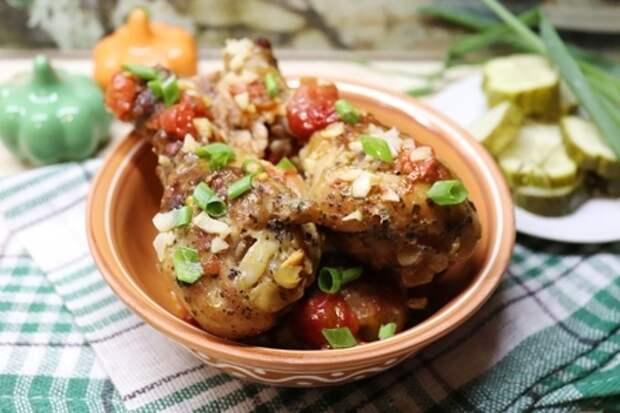 Вкусные куриные голени с соевым соусом и помидорами