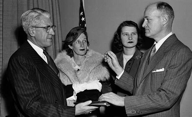 Джорджа Кеннана назначают послом США в Советском Союзе