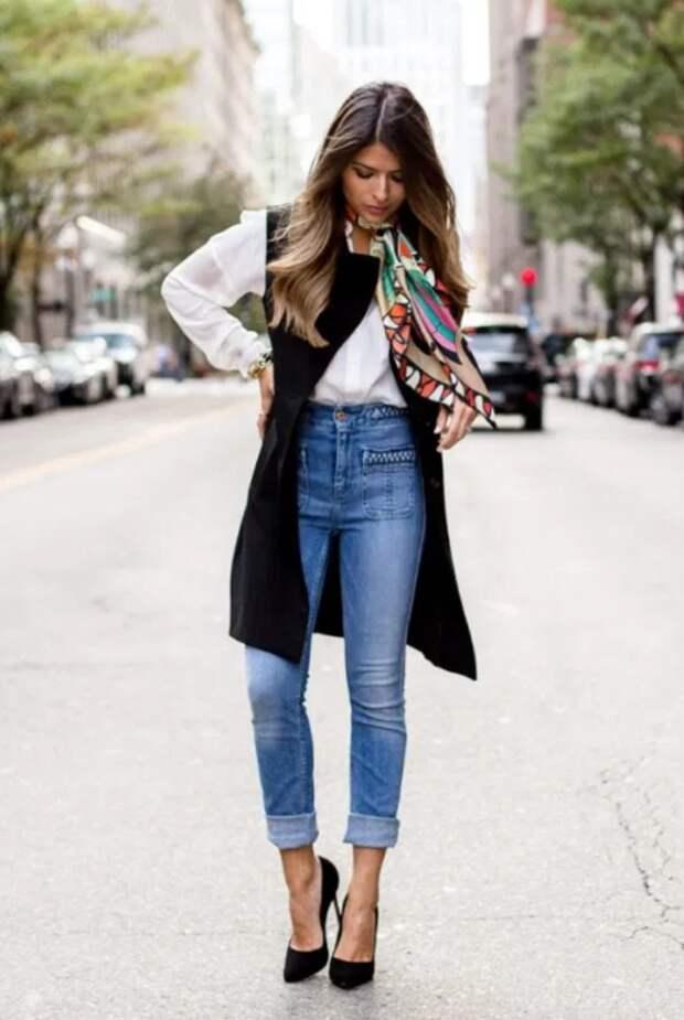 Как элегантно носить джинсы с высокой талией