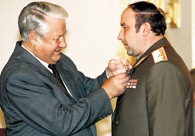 За что Ельцин раздаривал служебные квартиры своим горничным