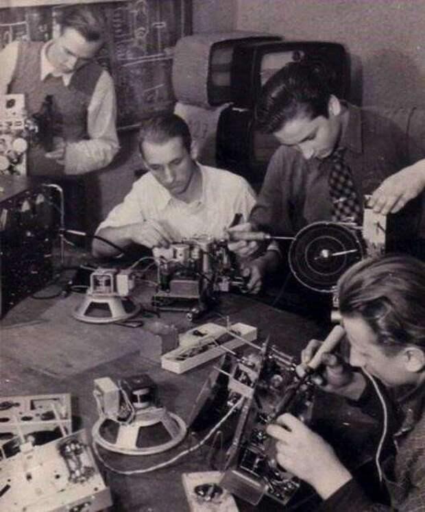 Отдайте эфир «радиохулиганам»-они точно восстановят ДВ (СВ) радиовещание в России (6 фото)