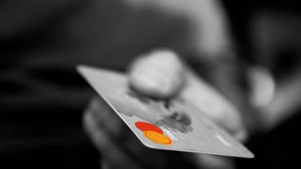 Жительнице Карелии грозит срок за покупки алкоголя и закуски с чужой карты