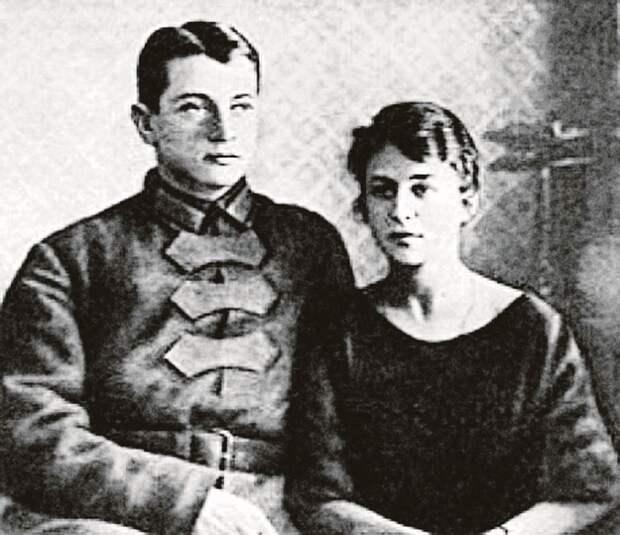 Тухачевский со второй женой Ниной Гриневич. Она тоже была арестована и в 1941 году расстреляна. Фото: youtube.com